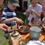 mletí máku, ořechů, kávy atd. na klasických mlýncích různých typů