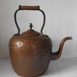 starožitný čajník měď