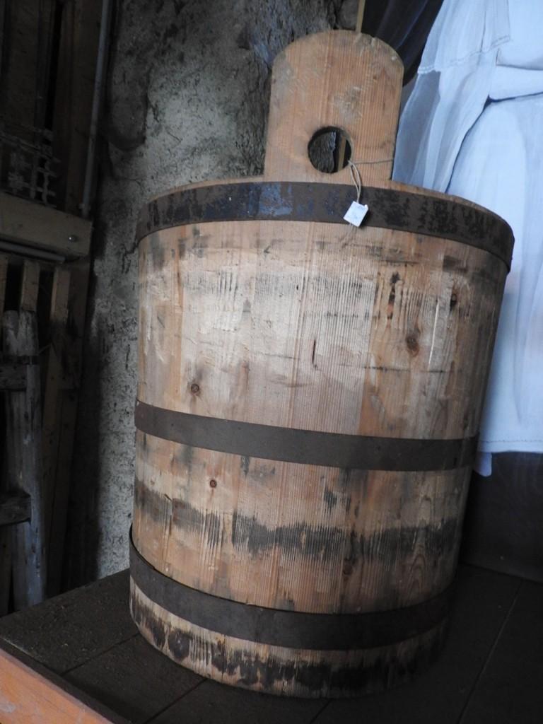 dřevěná stará díže