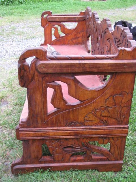 starožitná secesní lavice pohled z boku